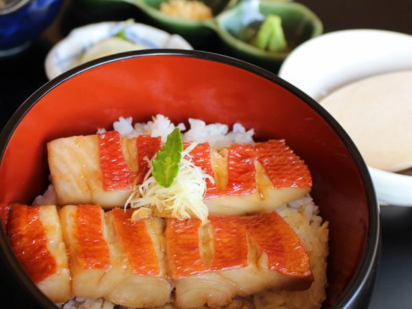 レストランで人気の「金目鯛のひつまぶし」